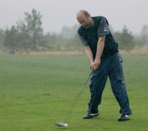 Ei heiduta tugev tuul ega vihm: Jaan Martinson Saaremaa golfiväljakul, mai 2011