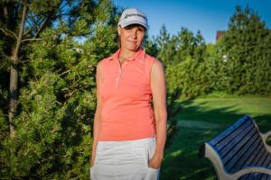 Näitleja Rita Rätsepp golfirajal