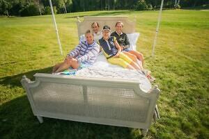 Pühapäevane väljak säras golfilembelisest naiseilust