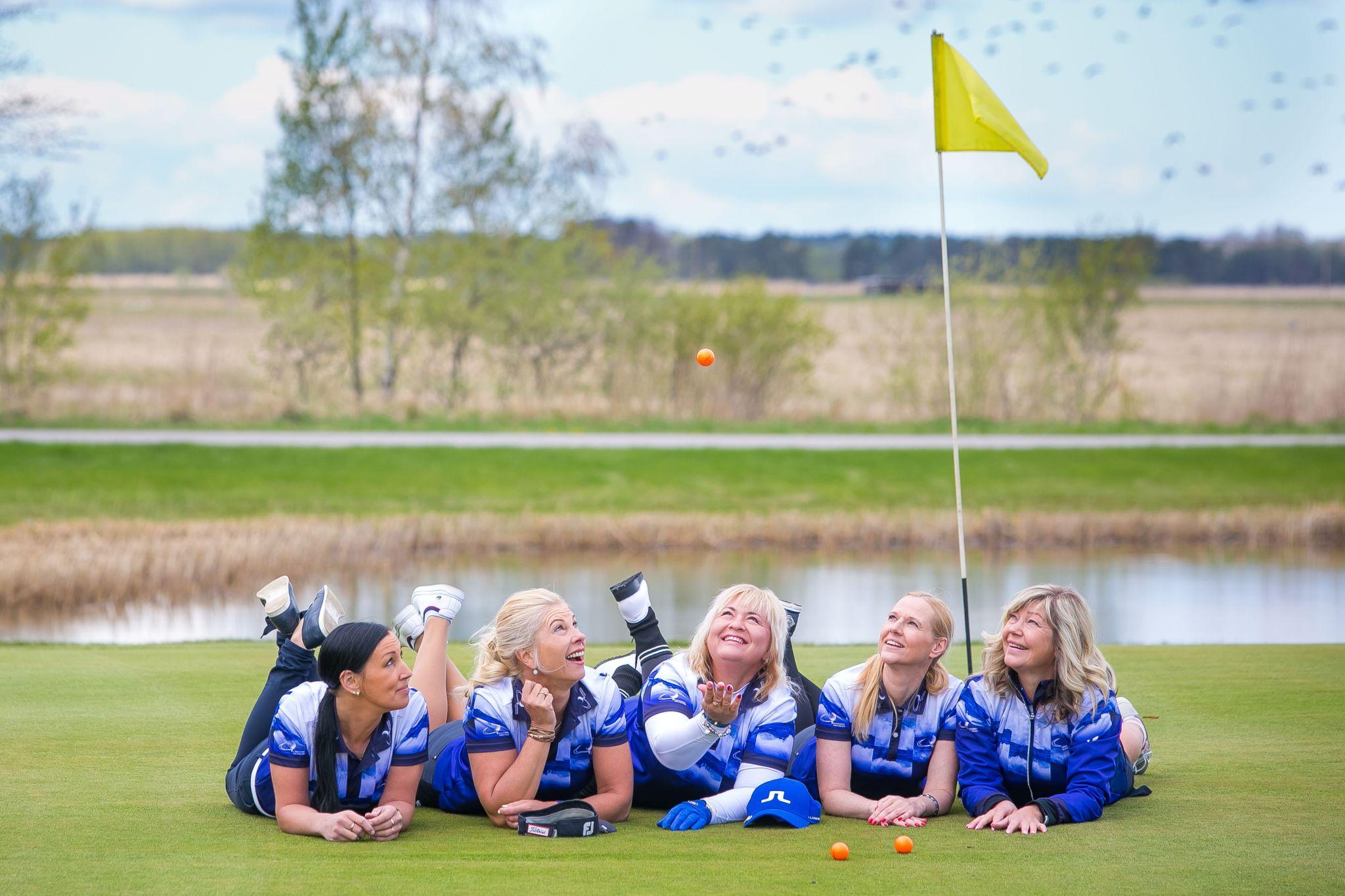Corny Valgeranna golfidaamide katsetus