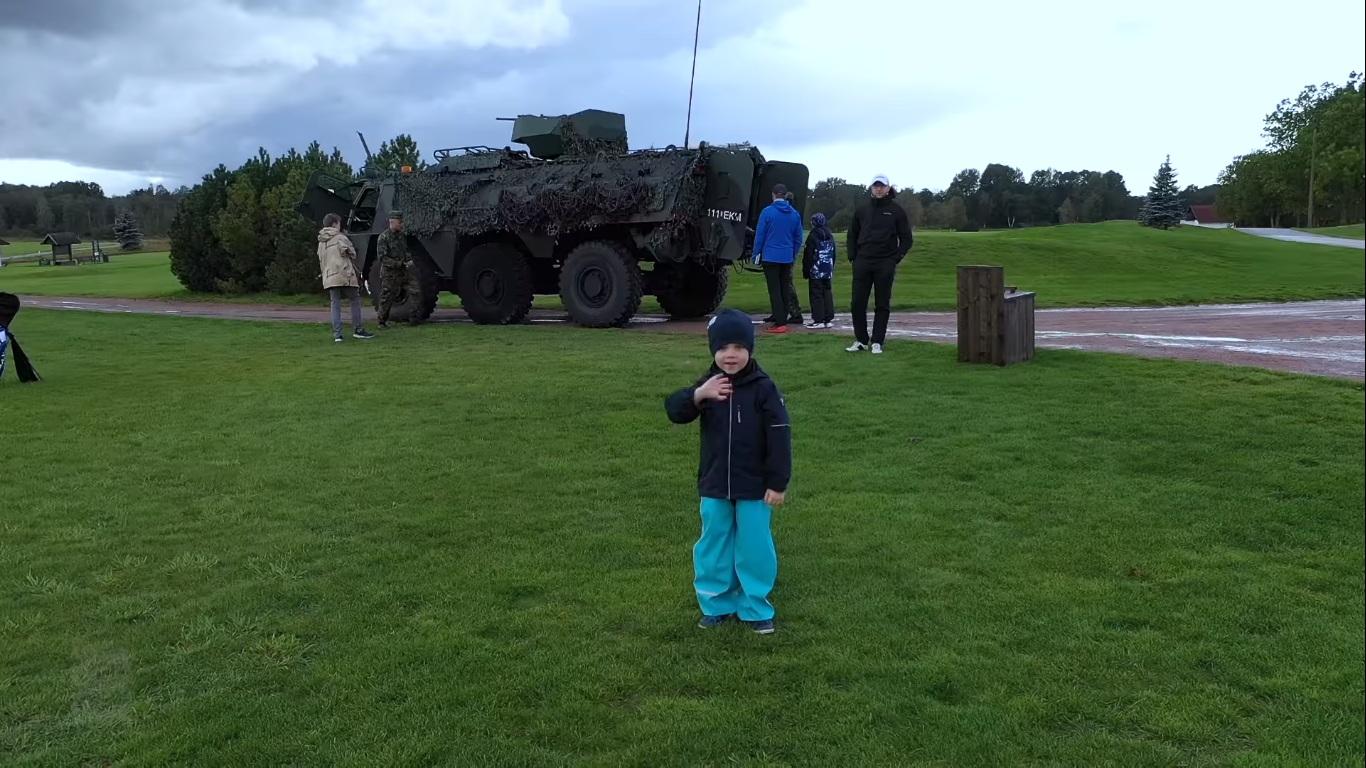 NATO sõdurid hoidsid Niitväljal meeleolu üleval
